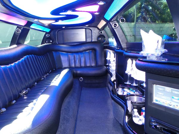 12 passenger 2014 Chrysler 300 Super stretch limo interior