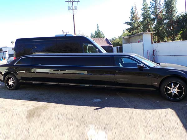 12 passenger 2014 Chrysler 300 Super stretch limo